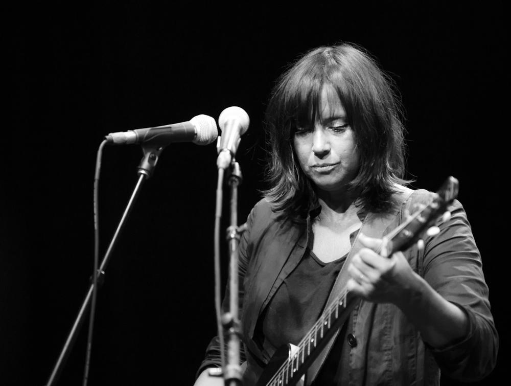Cat power, Burger A-Go-Go, photo by Wes Marsala