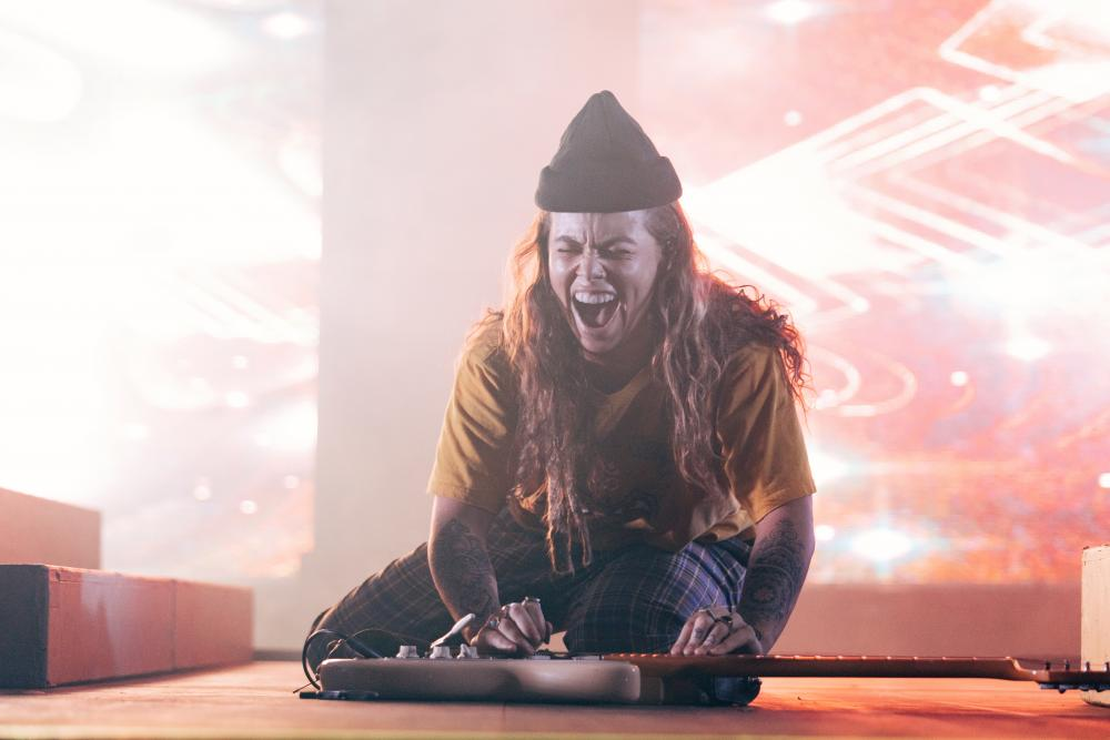 Tash Sultana at Ohana Fest by Steven Ward