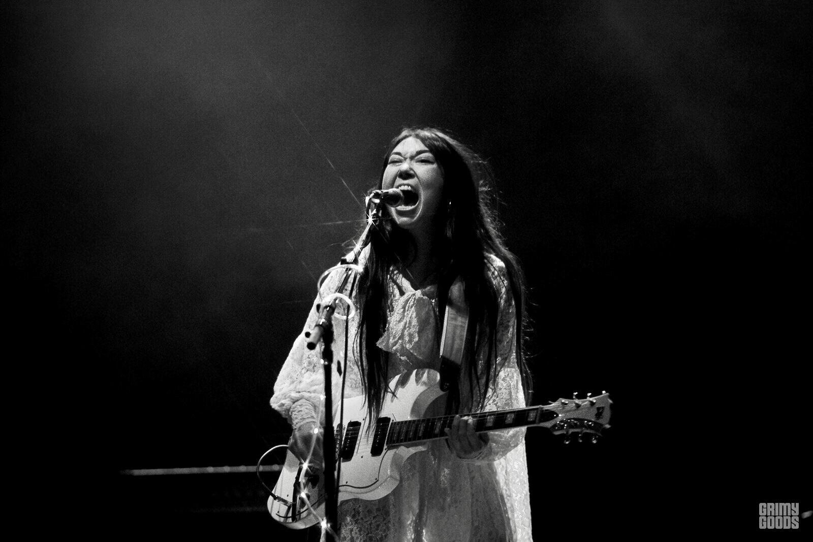 sasami singing guitar