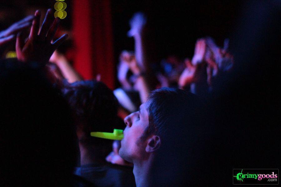 Man-Man-El-Rey-Theatre-Photos-Review-Los-Angeles01