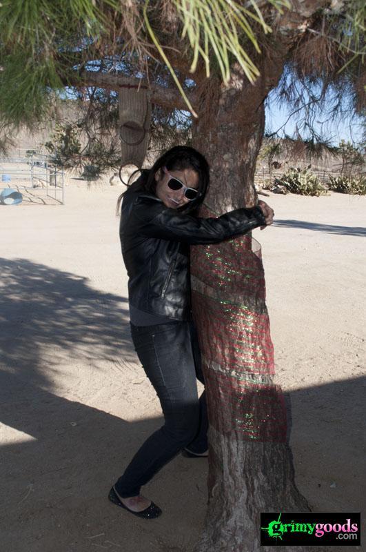 Sacred-Bones-5-year-Anniversary-Celebration-in-the-Mojave122212-20