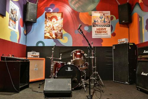 Bedrock LA 60s themed room